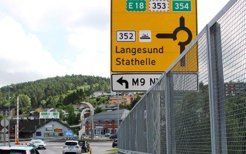 BREVIKSBRUA: Trafikken over RV 354 Breviksbrua bli lagt om i forbindelse med anleggsarbeidet på brua i tiden fram til 31. oktober. I utgangspunktet er det bare sørgående trafikk inntil 8 tonn mellom Brevik og Stathelle, som vil kunne passere over Breviksbrua i anleggsperioden.