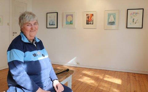 HEDRET: Hanne Bull Fladstad (75) har vært medlem i Rakkestad Kunstforening i omlag 40 år.