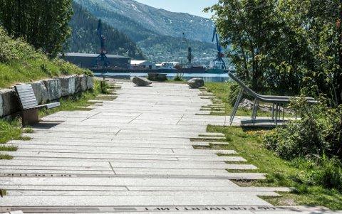 Flere bilder av Moholmen og strandpromenaden, er noe av det Cecilie Nordvik i Rana UTvikling vil ha mer av på nettstedet Tripadvisor.