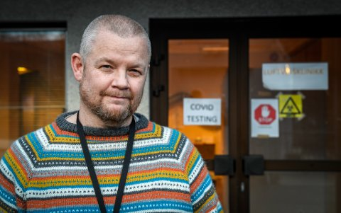 –Jeg gjorde en avtale med avdelingslederen på legevakta om å få prøve meg i jobb litt gradvis som legevaktpersonell. I dag jobber jeg 100 prosent og vel så det, sier Lars Petter Konradsen som nå er avdelingsleder ved luftveisklinikken.