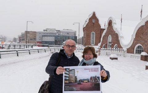 ÅPNE MØTER: Terje Dahlen, assisterende rådmann og byplansjef Inger Kammerud, skal ut og møte folket for å høre hva innbyggerne synes om forslaget om å vri bybrua og andre elementer i byplanen.