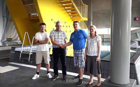 OVERREKKELSE: F.v. Tommy Ekornhol og Terje Skjønhaug i Backe Romerike AS, Anders Myrvang, prosjektleder i Nes kommune, og Ida Berger, byggeleder i Svendby Bygg Consult AS.
