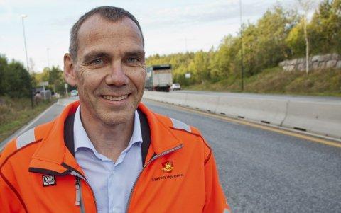 KONTROLLER: Nils Karbø sier Vegvesenet vil kontrollere de tyngste kjøretøyene ved Oslofjordtunnelen med mobil vekt.