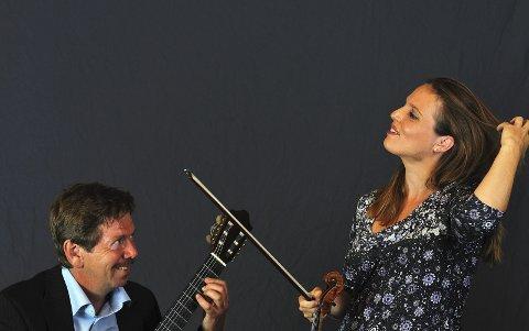 A CORDA: Duoen A Corda består av Martin Haug på gitar og Birgitte Stærnes på fiolin. Søndag gjester de Slemmestad kirke. Pressefoto