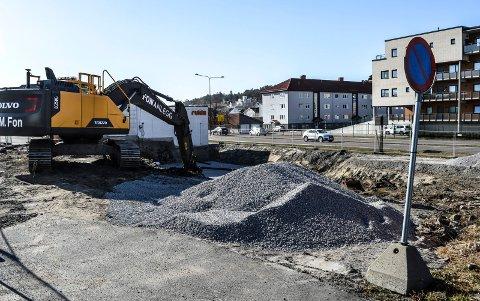 BYGGESTART: Gravearbeidene i Prinsens gate er i full gang. Her skal første byggetrinn påebegynnes i løpet av våren. I bakgrunnen Bjørvikkvartalet.