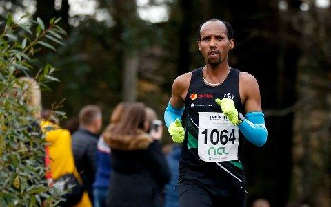 Løperen avbildet under et løp i Haugesund. Da løp han feil og mistet seieren. I Tromsø var det ingen tvil.