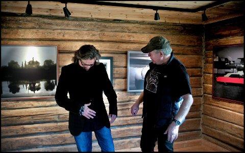 Anerkjente: Bjørn Steinar Delebekk (til venstre), som selv er prisbelønt fotograf, beskriver Jarl Morten Andersen som en mentor og et forbilde.