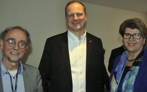 Nemndleder Bjørn Engstrøm, samferdselsminister Ketil Solvik-Olsen (Frp) og direktør Randi Flesland i Forbrukerrådet.