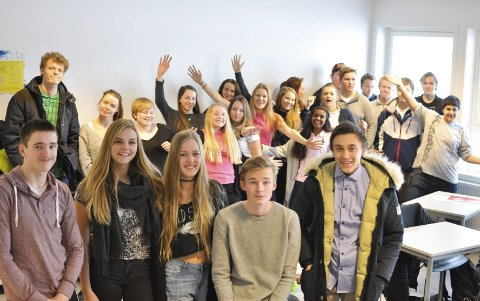 Kult å være nerd: Ludvig Anthony (15), Andrine Berli (15), Maija Hauger (15), Sebastian Kaland (15) og Emil Stordahl (15) i 10A på Kirkelund skole i               Skiptvet leder 5 rette-konkurransen. De er glade for at det er akseptert å være flinke både i fag og i quiz. – Hos oss er det kult å være nerd, sier Maija.