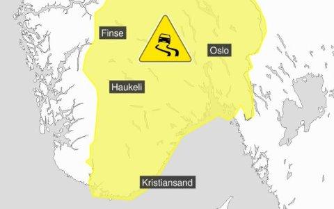 Kartet viser hvor det kan bli vanskelige kjøreforhold fra fredag kveld av.