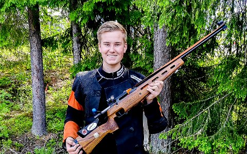 IMPONERER: Aleksander Bech Lund er egentlig fortsatt junior, men har valgt å skyte med seniorene, de klasseførte, for å se hvor lista ligger. Og så langt har 18-åringen vist at valget var riktig. Med skytingen i Vestfold viser han at han er blitt de aller beste i landet på en god dag.