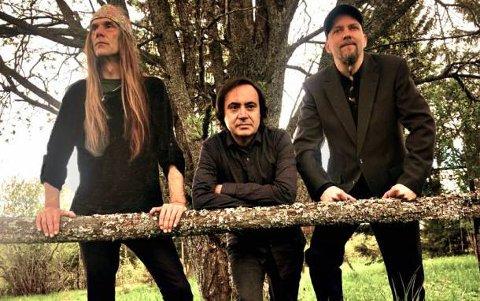 TRIO: Ronni Le Tekrø, Augustin Granados og Markus Klyve turnerer sammen.