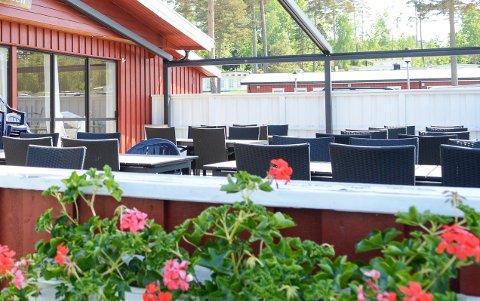 NYE DRIVERE: Omlidkroken Kafé på Omlidstranda campingplass får nye drivere til sommeren.