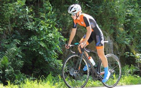 NYTT UM-GULL – 8 AV 8: Maren Cecilie Mustad fra Langesund sykkel- og triatlonklubb vant både temporittet og fellesstarten i J-16 under Ungdomsmesterskapet på sykkel. Dermed sikret hun seg også sitt åttende gull av åtte mulige i sykkel-UM. Foto: Terje Bakke