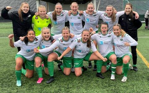 SEIER: Etter 5-2-seier i siste kamp kunne Snøgg-spillerne feire.