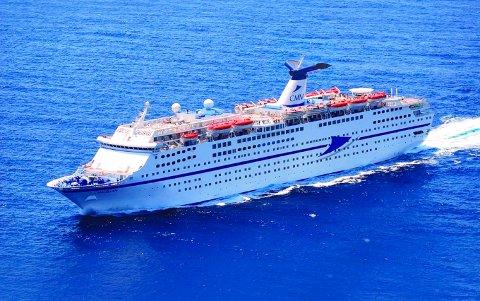 FORSINKET: Magellan er 222 meter lang og har plass til 1.250 passasjerer. Den ble bygget i 1985 er og registrert på Bahamas.