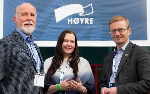 Molde-ordfører Torgeir Dahl (til venstre) vil ha Helge Orten (til høyre) inn som statsråd. Her er Dahl og Orten avbildet sammen med Monica Molvær.