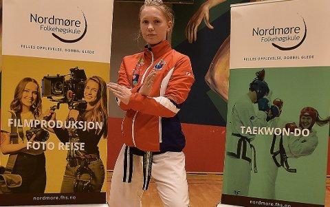 17-åringen Una Langeland Gravvold to sølv i en stor e-turnering i taekwondo.