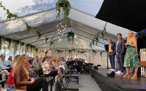 SKAL BLI PAPPA: Sturla Berg-Johansen (midten) avslørte at han skulle bli pappa under Bakgårdsrevyen med Øyvind Angeltveit og Dagrun Anholt.