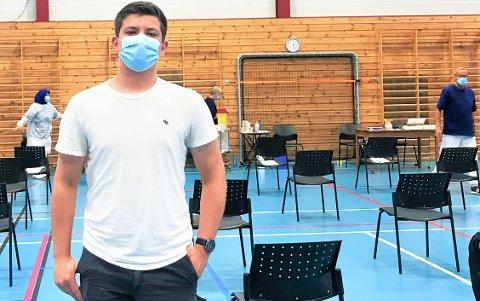 Jonathan Thomas fikk sitt første vaksinestikk torsdag.