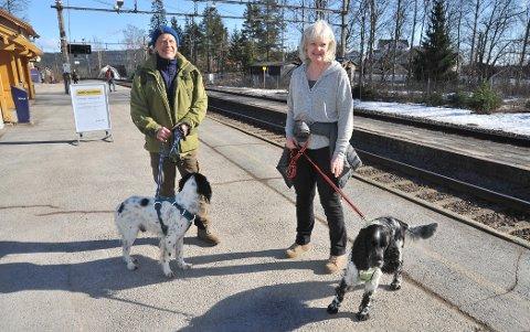 TAR DET SOM DET ER: Ekteparet Roar og Nina Sandtveit skulle gjerne reist til hytta i Østerdalen, men de har feiret påske i Nittedal før.
