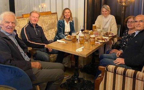 Valgvake på Annas hybel. Fra venstre: Bjørn Zappfe, Jarl Frode Forsland, Cathrine Kjenner Forsland, Nina Sandberg, Bayan Amin og Abobakar Mostafa.