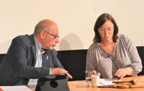 LANGVARIG SAK: Både tidligere ordfører Johnny Hagen (Ap) og nåværende ordfører Mona Murud (Sp) har sammen med de andre politikerne i Alvdal hatt mange politiske runder i saken om Steimosletta.
