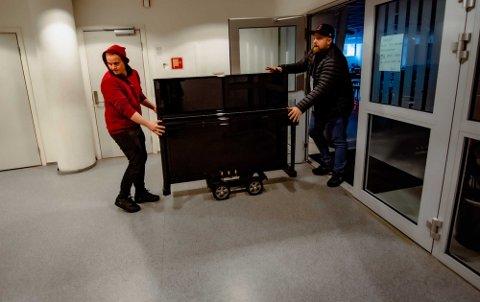 TIL GLEDE FOR DE MINSTE: Kulturhuset har fått flunkende nytt piano, som blant annet skal glede barn på «LytteLunsj mini».