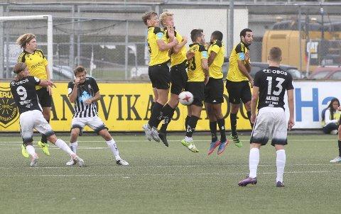 MØTES IGJEN: Bærum og Asker kommer i 2018, som i 2017, til å spille i samme 2. divisjonsavdeling. I år får de også besøk av Stabæk 2. Her fra lokaloppgjøret på Sandvika Stadion tidligere i år, som Asker vant 3-2. FOTO: KARL BRAANAAS