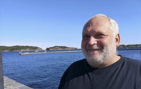 Vil filme folka: Iver Sørdal fra Risør og et dansk tv-team vil lage et litt annerledes tv-program fra Risør.Foto: HPB