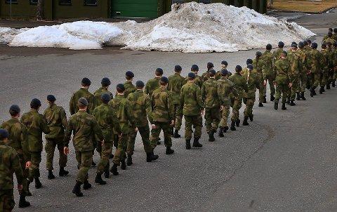 Jobber i Bodø: Den forsvarsansatte bor i Bodø. Han er siktet for voldtekt og mistenkt for flere andre seksuallovbrudd. Personene på bildet har ingenting med denne saken å gjøre.