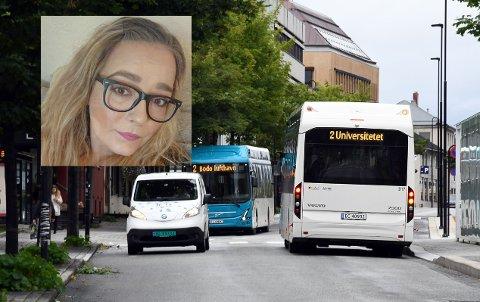 Victoria Engan ble stående igjen på busstoppet da bussen kjørte fra henne tirsdag denne uken. Nå beklager Nordlandsbuss hendelsen.