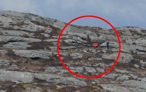 Rotoren landet noen hundre meter unna der helikopteret styrtet.