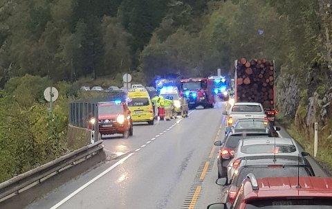 Fire personer var involvert i ulykken. Ingen ble alvorlig skadet.
