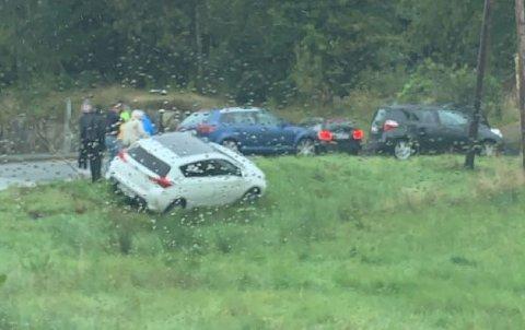 Bilen ble stående på et jorde.