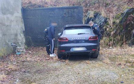 Politiet dro til stedet og bekreftet at det var riktig bil som var blitt funnet.