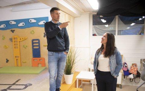 Daglig leder Ingvar Lønne Lunden og styrer Cathrine Tang Nilsen håper kommunen snart skal pusse opp lokalene.