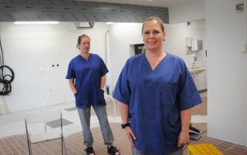 Renovering: Elin Grude (foran) og Dorris Skåra ser fram til at dette rommet er ferdig.