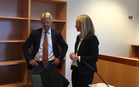 Statsadvokat Vibeke Gjøslien Martins mener det er fare for at tiltalte kan begå nye alvorlige voldshandlinger. Til høyre bistandsadvokat Harald Stabell.