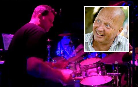 BAK TROMMENE: Hans-Christian Gabrielsen spilte trommer i bandet ZappaTime. Dette er fra en konsert i Vestfold for noen år siden. – Han var en av de beste trommisene jeg vet om, sier Bjørn Gundanes (innfelt).