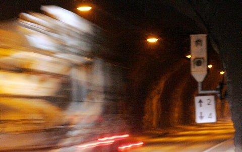 Fire gonger fartsbot i Naustdalstunnelen på ei dryg veke er truleg gjeldande rekord, sett av ein sogning i fjor haust.