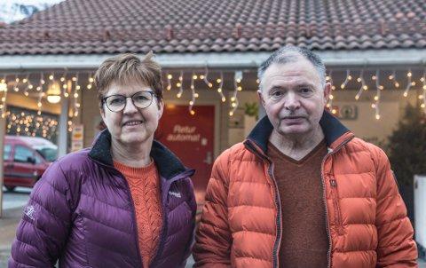 USAMDE: Ekteparet Anny og Kjell Skeide gifta seg på Jølster hotell for 38 år sidan, men er usamde om hotellet bør stå eller rivast.