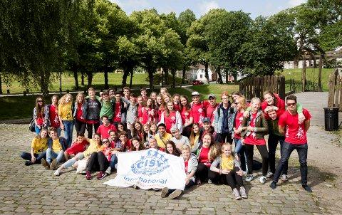 Deltakerene på internasjonal sommerleir.