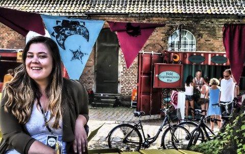 Lukter suksess: Pressesjef Linn C. Johnsen kan konstatere at første festivaldag er utsolgt. foto: john johansen