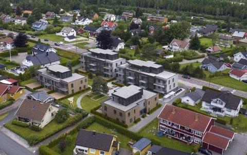 NABOKLAGE: Holstad-gruppen planlegger å bygge 35 leiligheter ved det tidligere Samvirkelaget i Karlshus. Nå skal kommunestyret behandle en naboklage på planene.  (Illustrasjon: Holstad-gruppen/Råde kommune)