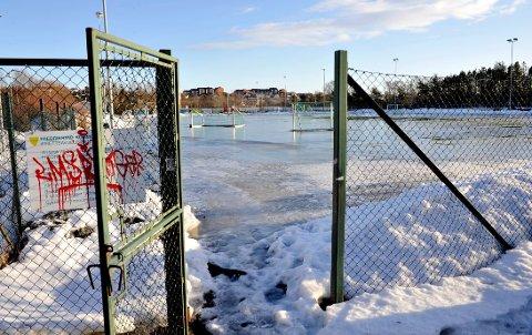 Snart kommer vinter'n: Undervarmeanlegget på Merkurbanen fungerer ikke optimalt. Det er ingen god nyhet til byens fotballklubber. (arkivfoto: Trond Thorvaldsen)
