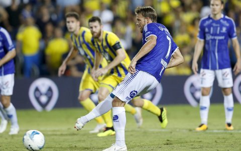 ØYEBLIKKET: Ole Jørgen Halvorsen gjør målet som sender Sarpsborg 08 til gruppespill i Europa League. Det er  Geir Bakkes beste minne som Sarpsborg 08-trener