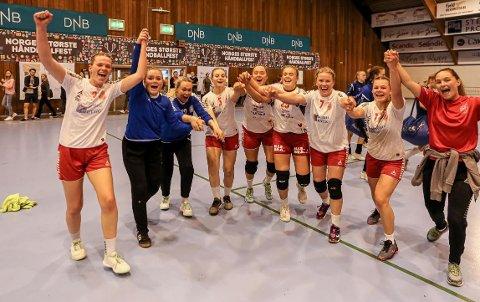 Jublet. Østsiden avsluttet søndag da Nordstrand ble slått 14-9 i A-finalen for senior i Fredrikstad Cup.