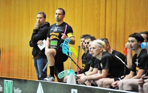 COACH: Sleviks Jonas Magnussen (t. v.), kunne endelig bokføre sin første seier mot Greåker siden han tok plass i sjefsstolen.