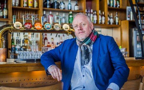 KREVENDE: Rune Solberg, leder i byens serveringsforening, forteller at de nye koronatiltakene som kom tidligere i uken er krevende for restaurantene.